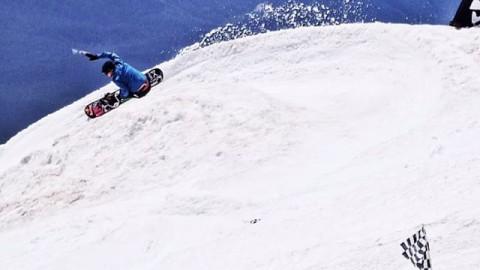 Super shred @ben_ferguson slashes the slush at the #ratrace last week. Summer snowboarding rules. @robkingwill #gofasttakechances #snowboarding @burtonsnowboards