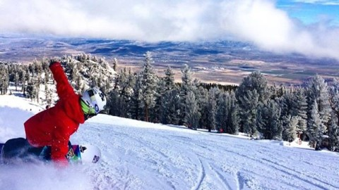 AV7Adventurer @caseylucassnow enjoying the early season at @skiheavenly! Have you been out yet? Tag #liveactivated in your post and we will share the raddest shots! #avalon7 #snowboarding www.avalon7.co