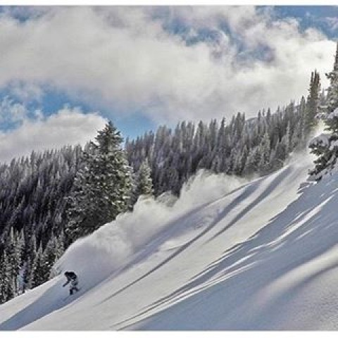 Set your soul free. @rhudsonsb follows the stoke on a splitboard mission in Utah. #avalon7 #liveactivated #snowboarding #splitboarding #followthestoke #a7renegade www.a-7.co