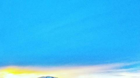 How glorious a greeting the sun gives the mountains! -John Muir #avalon7 #adventuremore #wyoming #themountainsarecalling www.avalon7.co
