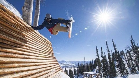 Never stop progressing. #A7Renegade @thabyron_ma feeling the spring vibes at @jacksonhole in Stash Park. #avalon7 #liveactivated #snowboarding www.avalon7.co