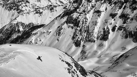 @devinthemountains out in the way back again, making his mark and finding the flow. #avalon7 #liveactivated #snowboarding #followthestoke www.avalon7.co