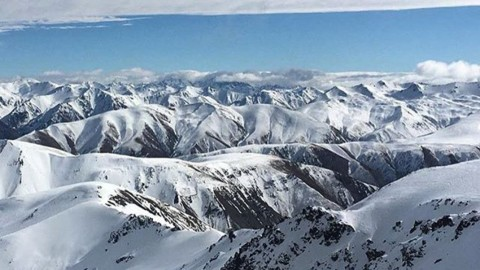 @tetonsplitboarder just made the journey to Mt Hutt in New Zealand, and winter is looking amazing!  #avalon7 #followthestoke #snowboarding www.a-7.co
