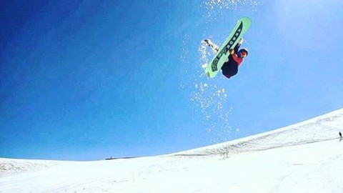 A7 team rider @jah_he gets a little sideways in Chile. @arborsnowboards #avalon7 #liveactivated #snowboarding