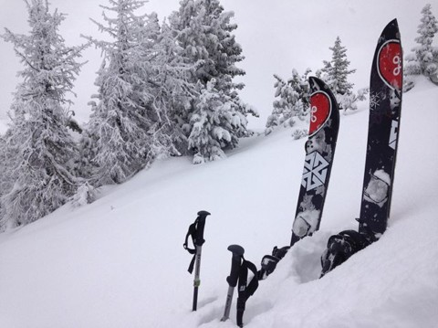 Looking like a winter wonderland high up in the Tetons right now.  Adventurer Ian Tarbox has been getting after it! @avalon7 #liveactivated #splitboarding www.avalon7.com