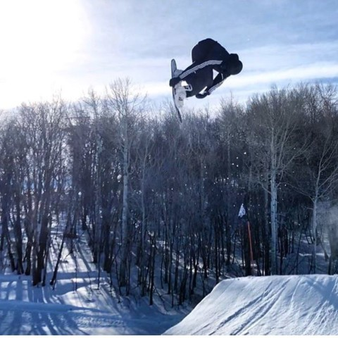 @thabyron_ma doing work in @irideparkcity. #neverstopprogressing #liveactivated #snowboarding www.avalon7.com