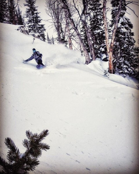@jason_ford riding light and Fast down Four Pines at @jacksonhole. #becarefuloutthere #staystoked #snowboarding