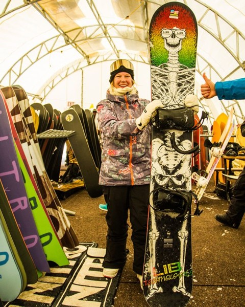What's the biggest board you've ever ridden?  You would be surprised at how fun this 195 Doughboy Shredder from @libtechnologies is. #ratedradical #staystoked #shapersummit #jhpowwow #snowboarding  Photo: @shred_collection_media