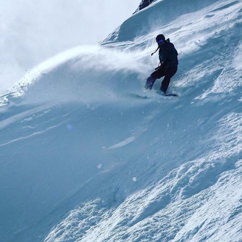 Kelly Anderson enjoys the fresh pow at @jacksonhole after dropping into Corbett's Coulior. #shredpow #miraclemarch #staystoked #snowboarding