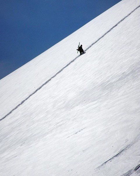It's a long way to the top of you wanna rock and roll. #avalon7 #liveactivated #staystoked #snowboarding www.avalon7.com