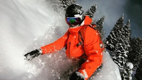 I don't know about you, but this looks really fun right now. #whiteroom #avalon7 #staystoked #snowboarding www.a-7.co