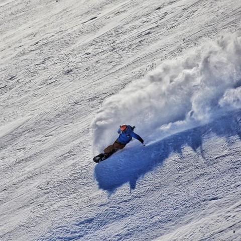 @sethwescott haulin' ass in NZ last summer.  It might be time to start looking for plane tickets…#seekthestoke #snowboarding
