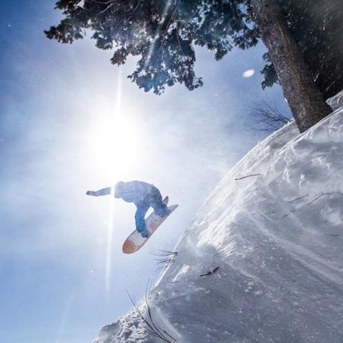 We like this method of testing during the #JHShaperSummit. Photo: @shred_collection_media  @gentemstick @jacksonhole #seekthestoke #snowboarding