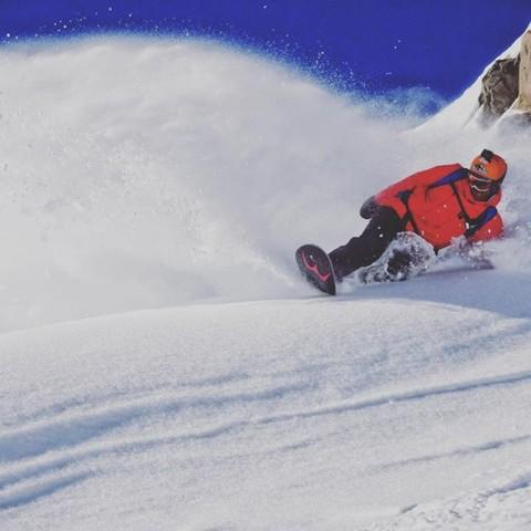 This refreshing  #momentsofstoke brought to you by @sethwescott.  #seekthestoke #snowboarding